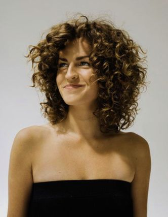 coupe-cheveux-friss-femme