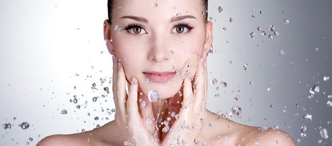 Cleansing-reduction-se-laver-moins-pour-preserver-sa-peau_imagePanoramique647_286.jpg