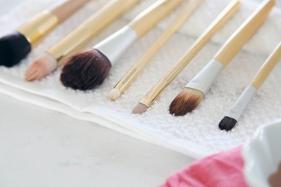 makeup_brush_cleaning_organization_7
