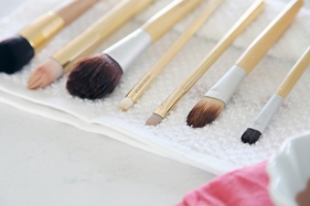 makeup_brush_cleaning_organization_7