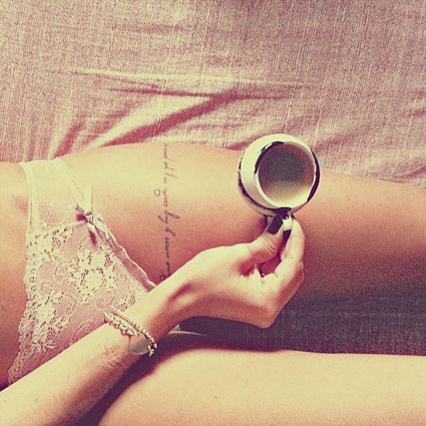 tatouage-tour-de-cuisse-avec-phrase
